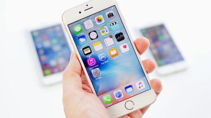 iPhone 7 Features Dual Camera, Smart Connector, no Headphones Jack