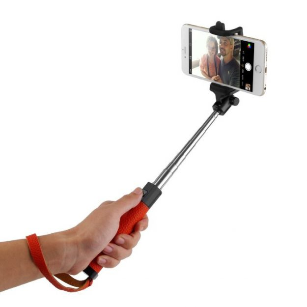 best-selfie-sticks-for-new-years-eve-04
