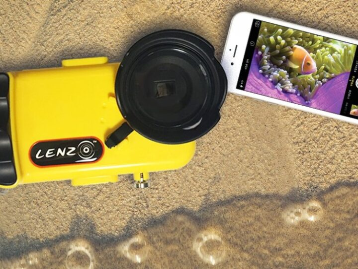 Take Amazing Underwater Pictures with Your iPhone Using LenzO