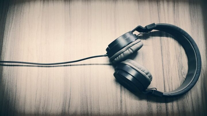 How to Fix Extremely Loud White Noise on Headphones Even on Low Volume