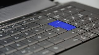 How to install external keyboard to laptop