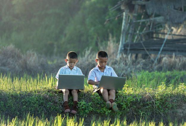 kids using laptop without internet